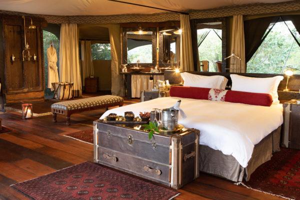 great-plains-conservation-mara-plains-honeymoon-room-bed